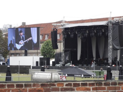 "Leonard Cohen Rehearsing by himself. As my friend said ...""He really must love playing music since he is doing these long rehearsings before every show"""