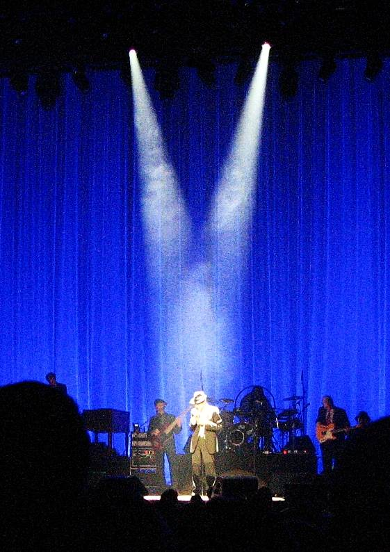 1 Leonard Cohen spot & blue MHrz  May 5 09 Chicago Theater 014.jpg