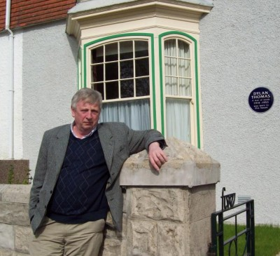David Everatt 2009 OutsideDylanThomas's birthplace.jpg